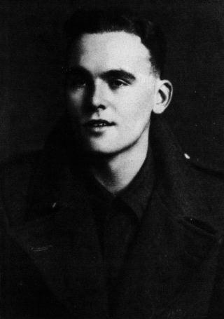 Lewis, Alun portréja