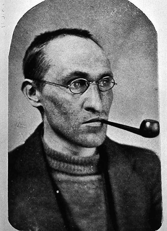 Hellaakoski, Aaro portréja