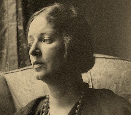 Bogan, Louise portréja